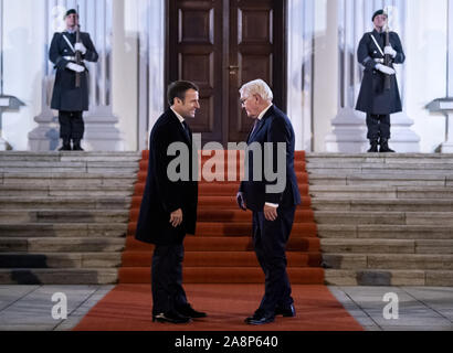 Berlin, Germany. 10th Nov, 2019. President Frank-Walter Steinmeier welcomes Emmanuel Macron, President of France, in front of Bellevue Castle. The President of the French Republic is with the President of the Confederation for a discussion and dinner. Credit: Bernd von Jutrczenka/dpa/Alamy Live News - Stock Photo