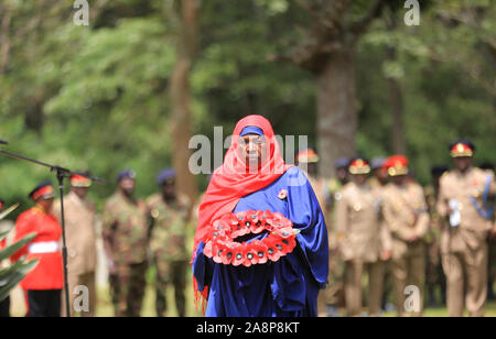 Fatuma Anyanzwa who represents the East Africa Nubian Soldiers laying wreaths during the commemoration ceremony of World War Veterans held at the Commonwealth War Graves Cemetery that was opened in 1941 by the military authorities. It contains 1,952 Commonwealth burials of the Second World War, 11 of which are unidentified. Nairobi was the headquarters of the East African Force. - Stock Photo