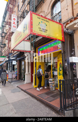 Chinatown Ice Cream Factory, 65 Bayard St, Lower East Side, New York City, NY, United States of America. - Stock Photo