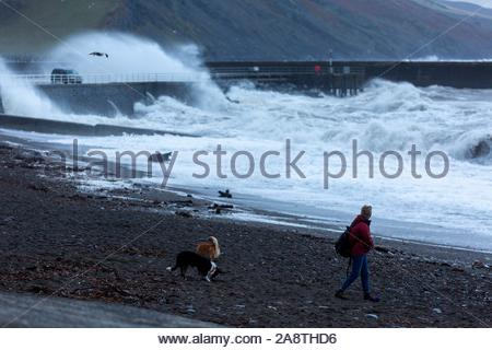 Aberystwyth, Ceredigion, Wales, UK 11th November 2019 UK weather: Windy morning in Aberystwyth as large waves crash against the sea defences. Credit: Ian Jones/Alamy Live News - Stock Photo
