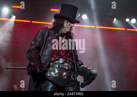 LONDON, ENGLAND: Alice Cooper performs at The O2 Arena Featuring: Alice Cooper Where: London, United Kingdom When: 10 Oct 2019 Credit: Neil Lupin/WENN - Stock Photo