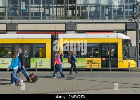 Tram, Alexanderplatz, Mitte, Berlin, Deutschland
