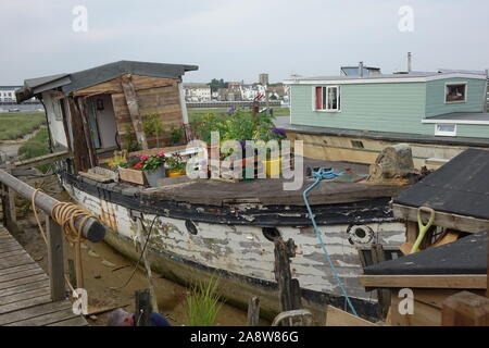 Houseboats of Shoreham, An amazing unique and fantastic collection of houseboats along the Shoreham-by-Sea riverbank on the River Adur - Stock Photo