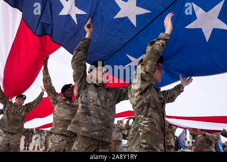 El Paso, Texas, USA. 11th Nov, 2019. Soldiers of 1st Battalion, 77th Armor Regiment, 3rd Armored Brigade Combat Team ''Bulldog'', 1st Armored Division, carry an American flag during a Veteran's Day celebration in El Paso, Texas. Credit: Joel Angel Juarez/ZUMA Wire/Alamy Live News - Stock Photo