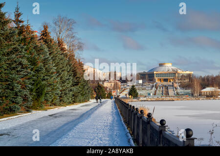 November 10, 2019 the first snow on the embankment of the city pond in Bondina Park Nizhny Tagil, Sverdlovsk region, Russia. - Stock Photo