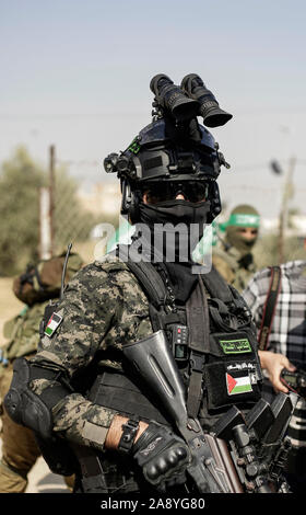 Hamas gunmen march with their weapons in Khan Younis, southern Gaza Strip.Izz el-Deen al-Qassam Brigades, the armed wing of Palestinian resistance movement Hamas, hold an anti-Israel military show in the southern Gaza Strip as part of the anniversary of the prevention of Israeli covert operation carried out in the Khan Younis on 11 November 2018. - Stock Photo