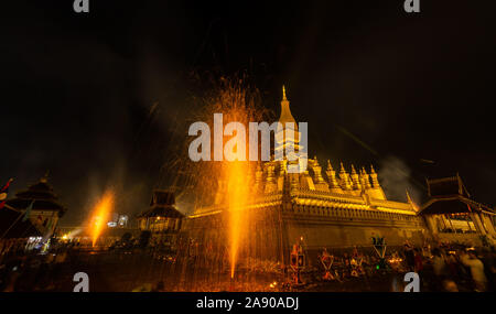 Vientiane. 11th Nov, 2019. Photo taken at the night of Nov. 11, 2019 shows the view of the candlelight parade surrounding the That Luang during the That Luang Festival in Vientiane, Laos. The That Luang Festival, the most important religious festival in Laos, concluded on Nov. 11 with lots of people holding a candlelight parade surrounding the That Luang in Vientiane. Credit: Kaikeo Saiyasane/Xinhua/Alamy Live News - Stock Photo