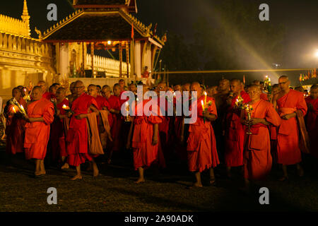 Vientiane. 11th Nov, 2019. Photo taken at the night of Nov. 11, 2019 shows monks in the candlelight parade surrounding the That Luang during the That Luang Festival in Vientiane, Laos. The That Luang Festival, the most important religious festival in Laos, concluded on Nov. 11 with lots of people holding a candlelight parade surrounding the That Luang in Vientiane. Credit: Kaikeo Saiyasane/Xinhua/Alamy Live News - Stock Photo