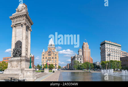Clinton Square in historic downtown Syracuse, New York State, USA. The Soldiers' and Sailors' Monument is in the foreground. - Stock Photo