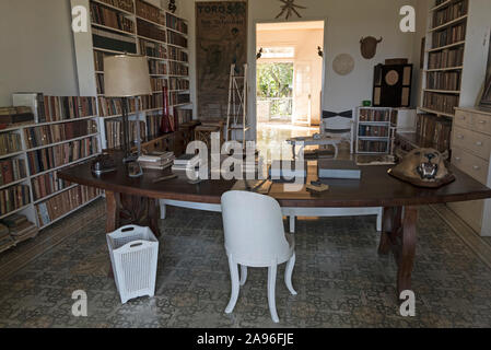 The American author, Ernest Hemingway's desk in the library at his home, Finca La Vigia, in San Francisco de Paula, southeast of Havana city centre in - Stock Photo