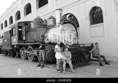 Will Cuba ever find a way to the capitalistic world? A old steam locomotive in front of the harbour building in Havanna - Stock Photo