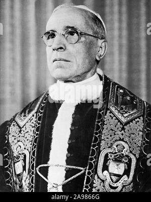 Portrait dated 11th March 1955 of Pope Pie XIIth, Eugenio Pacelli, who died 09 October 1955, aged 82, in Castel Gandolfo. Elected 258th Pope in 1939, Pie XII has been nuncio in Bavaria then in Berlin, State Secretary and main collaborator of Pope Pie XIth whom he replaced. . Portrait daté du 11 mars 1955 du pape Pie XII, Eugenio Pacelli, décédé le 09 octobre 1958 à Castel Gandolfo, à l'âge de 82 ans. Elu 258ème pape en 1939, Pie XII avait été nonce en Bavière puis à Berlin, secrétaire d'Etat et principal collaborateur de Pie XI auquel il succéda. - Stock Photo
