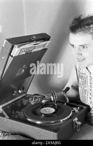 A voice message via record, Germany 1930s. - Stock Photo