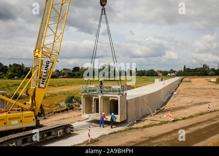 09.07.2019, Oberhausen, North Rhine-Westphalia, Germany - Emscher conversion, new construction of the Emscher sewer AKE, here in the Holtener Feld fra - Stock Photo