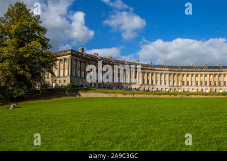 The magnificent terraced Georgian architecture of the Royal Crescent in the city of Bath, Somerset. - Stock Photo