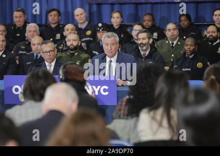 New York, NY, USA. 14th Nov, 2019. 14 Street Y, New York, USA, November 14, 2019 - Mayor Bill de Blasio announces the launch of Outreach NYC, a new, city-wide, multi-agency effort to help homeless New Yorkers across all five boroughs with newly appointed Deputy Mayor for Health and Human Services, Dr. Raul Perea-Henze, during a press conference today at the 14 Street Y in New York City.Photo: Luiz Rampelotto/EuropaNewswire.PHOTO CREDIT MANDATORY. Credit: Luiz Rampelotto/ZUMA Wire/Alamy Live News - Stock Photo