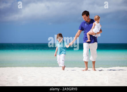 Boracay, Phillippinen, Insel, Familie am Strand, - Stock Photo