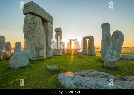 Stonehenge at dawn, Stone Circle on Salisbury Plain, 3000-1500 BC, Wiltshire, England, UK - Europe's most famous prehistoric site - Stock Photo