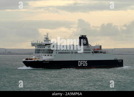 AJAXNETPHOTO. 15TH OCTOBER, 2019. CHANNEL, ENGLAND.- CROSS CHANNEL CAR AND PASSENGER FERRY DFDS DOVER SEAWAYS ON PASSAGE TO DUNKERQUE.PHOTO:JONATHAN EASTLAND/AJAX REF:GX8_191510_20926 - Stock Photo