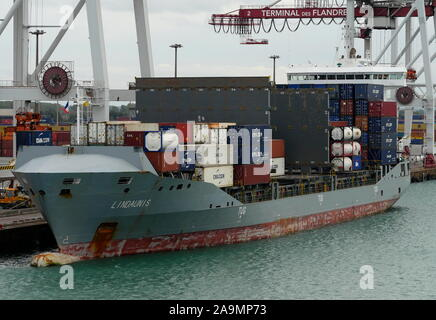 AJAXNETPHOTO. 15TH OCTOBER, 2019. DUNKERQUE, FRANCE. - LOADING CONTAINERS - THE SHORT HAUL COASTAL TRADER LINDAUNIS (10,585 GT) MOORED AT THE CONTAINER TERMINAL.PHOTO:JONATHAN EASTLAND/AJAX REF:GX8_191510_20919 - Stock Photo