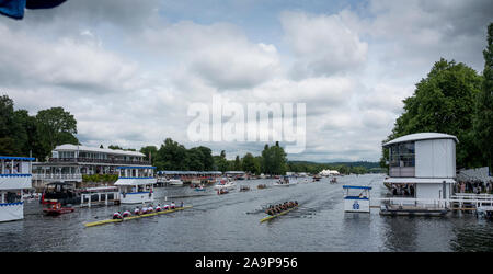 Henley-on-Thames. United Kingdom.  Heat of the Ladies Challenge Plate, left Rudern, Tennis und Hockey Club Bayer Leverkusen GER and Dartmouth College USA. 2017 Henley Royal Regatta, Henley Reach, River Thames.    11:35:59  Friday  30/06/2017     [Mandatory Credit. Peter SPURRIER/Intersport Images. - Stock Photo