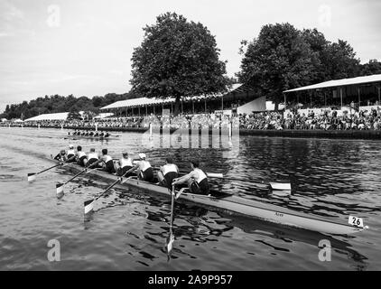 Henley-on-Thames. United Kingdom.  Ladies Challenge Cup, Brown University USA, passing the progress board, during their winning heat to progress to Sat's Semi Final. 2017 Henley Royal Regatta, Henley Reach, River Thames.    15:06:10  Friday  30/06/2017     [Mandatory Credit. Peter SPURRIER/Intersport Images. - Stock Photo
