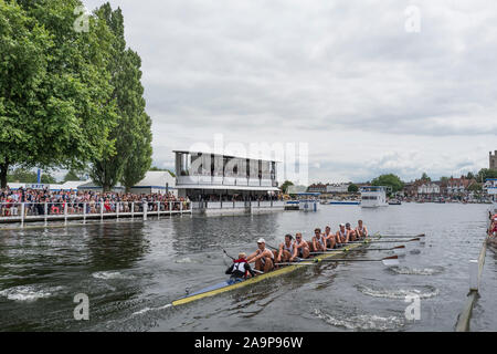 Henley-on-Thames. United Kingdom.  Ladies Challenge Cup, Brown University USA, passing the progress board, during their winning heat to progress to Sat's Semi Final. 2017 Henley Royal Regatta, Henley Reach, River Thames.     15:06:15  Friday  30/06/2017     [Mandatory Credit. Peter SPURRIER/Intersport Images. - Stock Photo