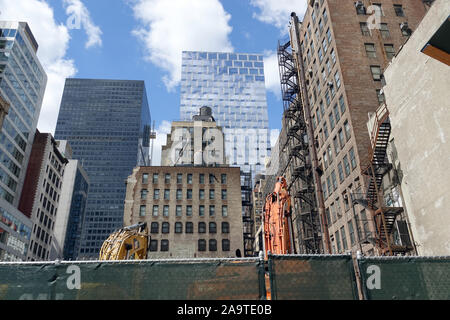 New York, USA. 14th Sep, 2019. Old and new buildings stand in a confined space in New York's Manhattan district. Credit: Alexandra Schuler/dpa/Alamy Live News - Stock Photo