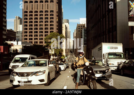 Street scene with busy traffic; vehicles waiting at red lights on Pine St, downtown San Francisco, California, USA. Sep 2019 - Stock Photo