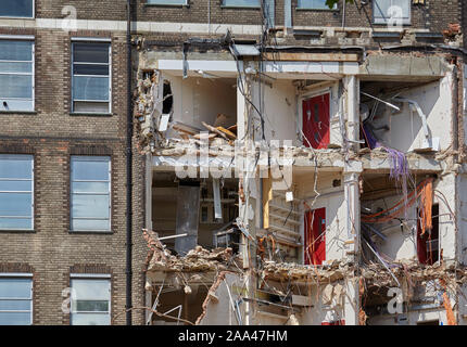 Demolition of the Francis Crick laboratory (National Institute for Medical Research) in Mill Hill to make place for housing. - Stock Photo