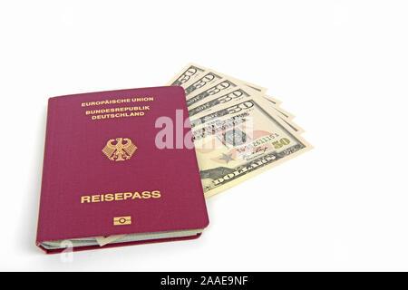 mehrere 50 Dollarscheine, Reisepass Bundesrepublik Deutschland, Symbolbild Reiseplanung - Stock Photo