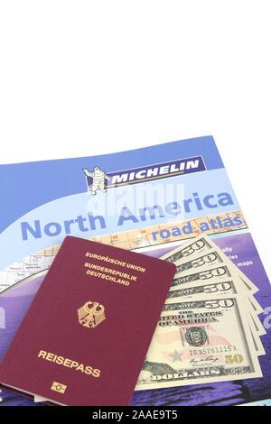 Reiseführer USA, Südwesten, Reisepass Bundesrepublik Deutschland, mehrere 50 Dollarscheine, Strassenatlas Nordamerika, Symbolbild Reisenplanung USA - Stock Photo