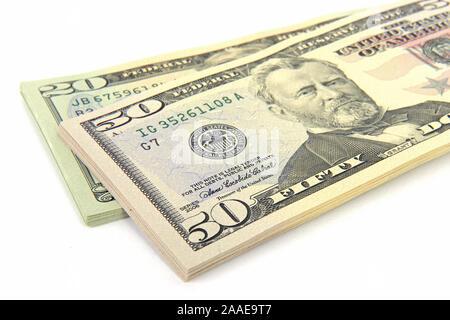 ein Stapel 50 und 20 Dollarscheine - Stock Photo