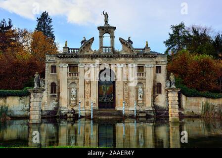 Valsanzibio, Veneto. Villa Barbarigo : Diana's Pavilion or Diana's Doorway was the main entrance accessible via water. - Stock Photo