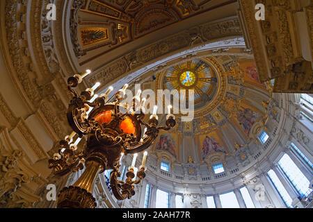 Blick in die Kuppel und historische Kandelaber,  Berliner Dom, Berlin, Deutschland - Stock Photo