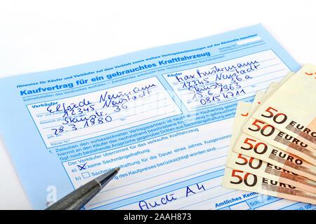 Kaufvertrag für ein gebrauchtes Fahrzeug, Auto - Stock Photo