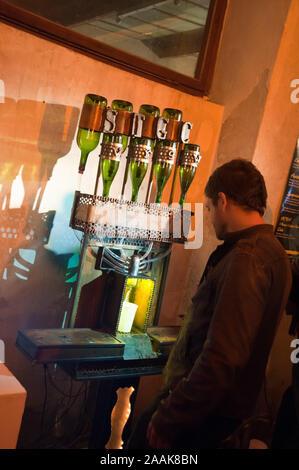 Wien, Roboexotica, Roboter mixen Drinks