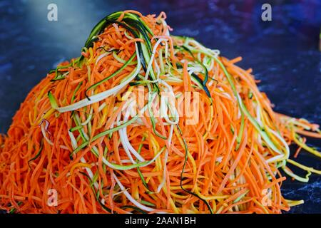 Long strands of spiral cut carrots and zucchini - Stock Photo