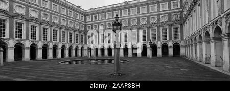 View of Fountain Court, Hampton Court Palace, a royal palace in the borough of Richmond Upon Thames, London. - Stock Photo