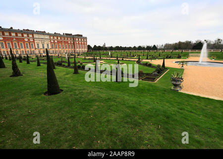 The South Front and Privy Gardens, Hampton Court Palace, a royal palace in the borough of Richmond Upon Thames, London. - Stock Photo