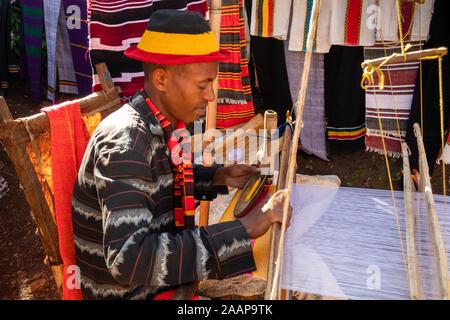 Ethiopia, Rift Valley, Gamo Gofo Omo, Arba Minch, Dorze village, man weaving cloth on loom - Stock Photo