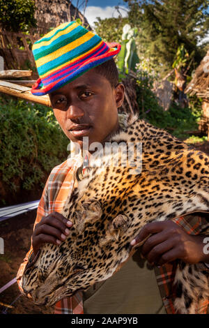 Ethiopia, Rift Valley, Gamo Gofo Omo, Arba Minch, Dorze village, man wearing leopard skin - Stock Photo
