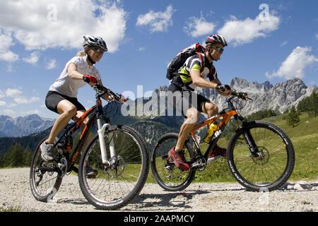 Mountainbiker unterwegs - Stock Photo