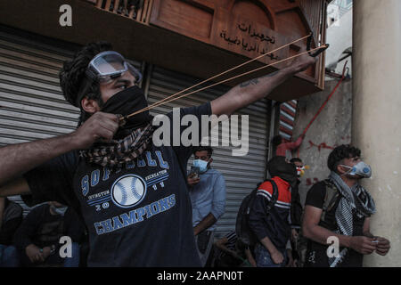 Baghdad, Iraq. 23rd Nov, 2019. An Iraqi protester hurls stones with a slingshot during a violent anti-government protest. Credit: Ameer Al Mohammedaw/dpa Credit: dpa picture alliance/Alamy Live News/dpa/Alamy Live News - Stock Photo