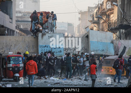 Baghdad, Iraq. 23rd Nov, 2019. Iraqi protesters mount a barricade during a violent anti-government protest. Credit: Ameer Al Mohammedaw/dpa Credit: dpa picture alliance/Alamy Live News/dpa/Alamy Live News - Stock Photo