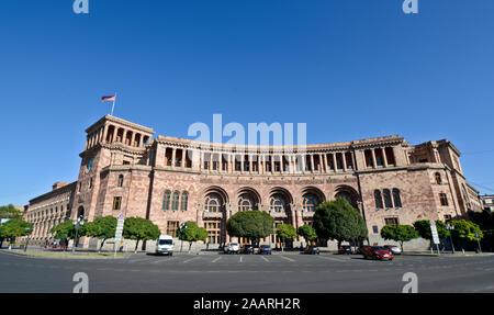 Yerevan: Republic Square, Government of the Republic of Armenia building
