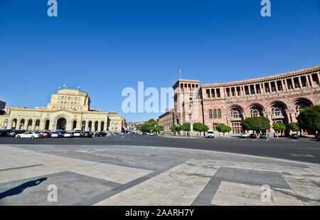 Yerevan, Republic Square: Government House of Armenia and History Museum of Armenia / National Gallery of Armenia