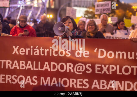 Demonstration for the dignity of older persons, with functional diversity, workers and families, residence law, now! SAD workers demand fair agreement - Stock Photo