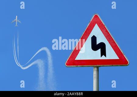 Flugzeug folgt Verkehrsschild, Deutschland | airplane obeying traffic sign, Germany | BLWS113470.jpg [ (c) blickwinkel/fotototo Tel. +49 (0)2302-27932 - Stock Photo