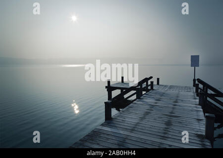 Ein schoener Bootssteg am Starnberger See, Deutschland, im Winter - Stock Photo